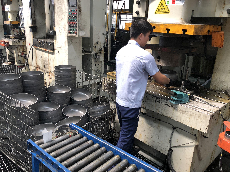 Procesy produkcji felg stalowych są mniej skomplikowane.