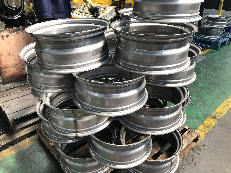 Klienci kupują rokrocznie od 200 000 do 400 000 sztuk felg stalowych