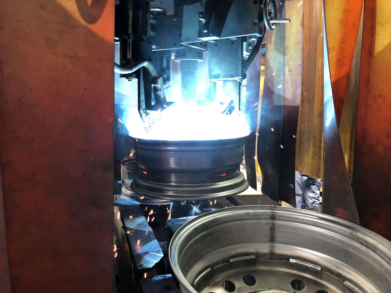 Proces spawania felg stalowych wygląda arcyciekawie