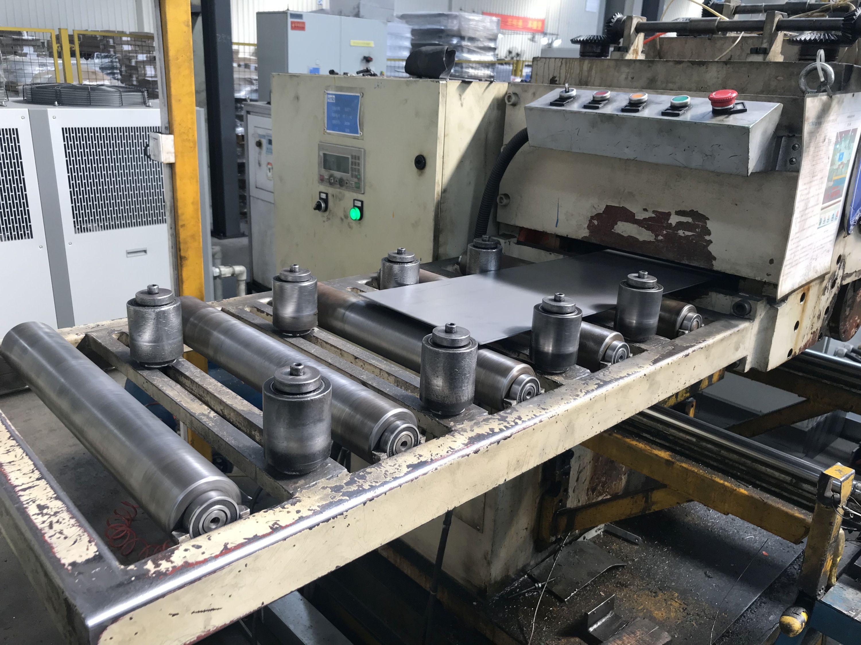 Każda kolejna operacja w zakładach SDT Stahlrader poprzedzona jest kontrolą jakości na stanowiskach wyposażonych w certyfikowaną aparaturę laboratoryjną.