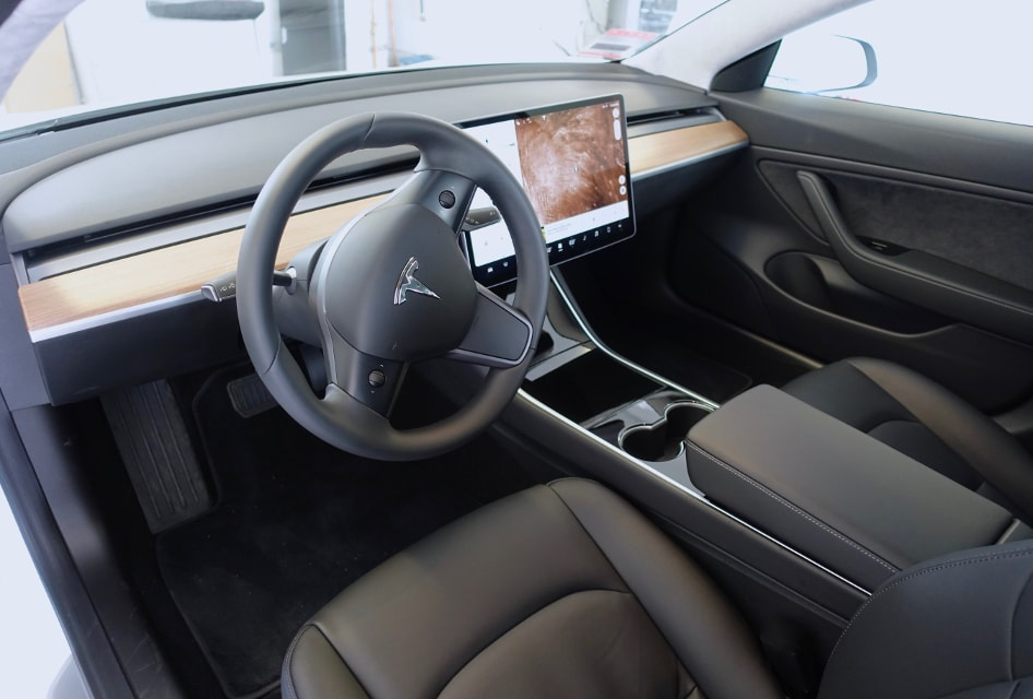 Tesla 3 wnętrze - LadneFelgi.pl